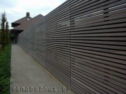 Omheiningen en afsluitingen in hout roeselare belgi for Moderne afsluiting tuin
